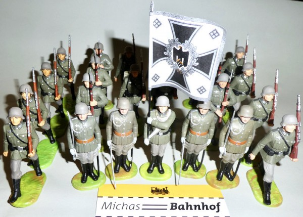 23 Wehrmacht Soldaten Wachsoldaten Fahnenträger Elastolin Kunststoff 8,5cm KH2 å