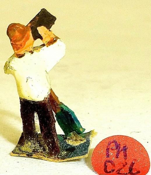Mann mit Schaufel trinkend Preiser (?) Holzfiguren 50er Jahre H0 1:87 PH056 å *