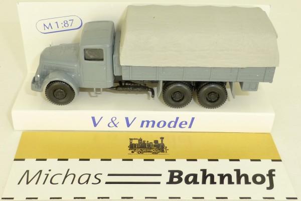 1952 Tatra typ 111R mit Neigung (tilt) V&V 302 H0 1:87 å *