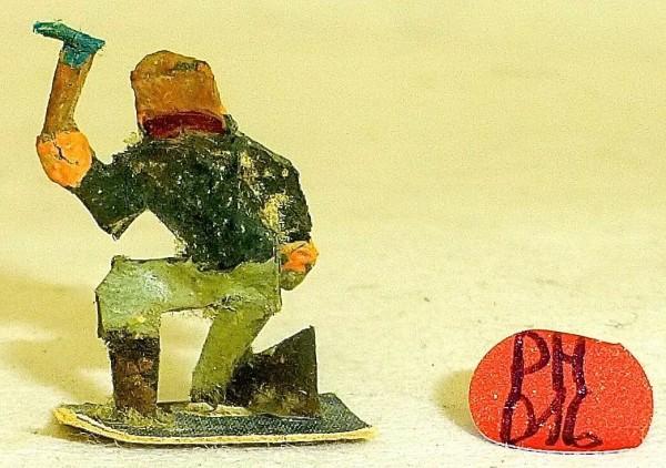 Mann knieend mit Axt Preiser (?) Holzfiguren 50er Jahre H0 1:87 PH046 å *