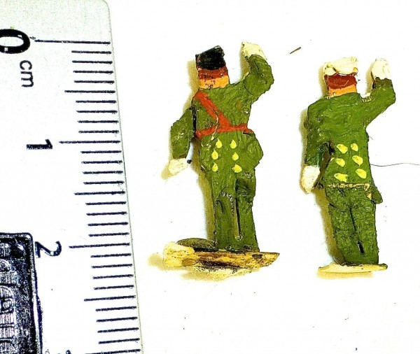 2 Soldaten in grüner Uniform Preiser (?) Holzfiguren 50er Jahre H0 1:87 å *
